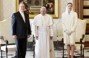 Only Seven Women In The World Allowed To Wear White When Meeting The Pope. Look Who They Are ...