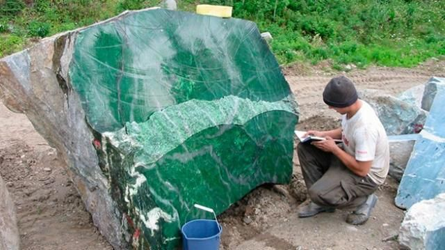 the world's largest jade stone discovered in Myanmar