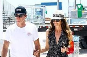 Cindy Crawford Enjoys Romantic Beach Stroll With Husband