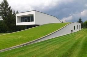 10 Houses That Are Zombie Proof