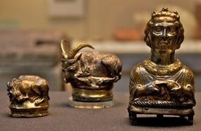 20 Of The Rarest And Most Expensive Treasures That Regular People Ever Unearthed