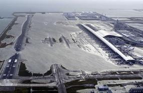 Two Killed As Huge Typhoon Slams Into Japan