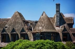 10 Abandoned Global Mansions That Were Once The Height Of Luxury