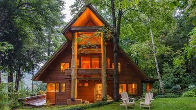 6 incredible log cabin vacation rentals that are still available this winter