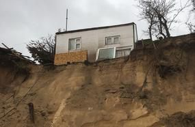 Ex-Soldier Ordered To Stop Trying To Save Coastline Home Hanging On Cliff Edge