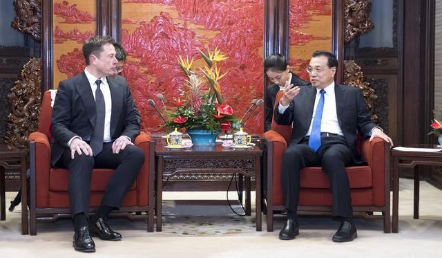 Tesla Boss Elon Musk Says He Loves China, So Premier Li Keqiang Offers Him A Green Card