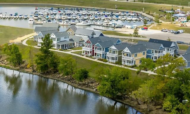 Try Before You Buy a New Vacation Home at Heritage Harbor in Starved Rock Country
