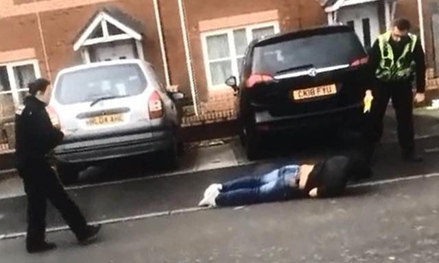 Fleeing Criminal Faceplants On A Cardiff Street As Crack-Shot Cop Tasers Him As He's After Him At Full Speed