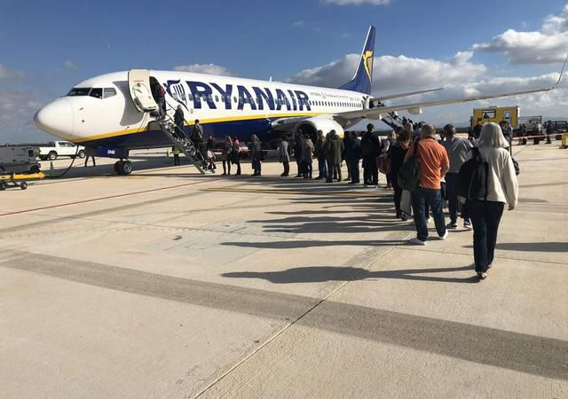 Ryanair Passengers Cheer As Drunk Woman Removed From Flight