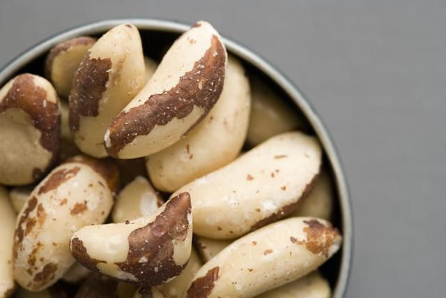 What Are The Benefits Of Eating Brazil Nuts?