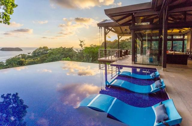 Rent this incredible Costa Rican villa with a chef and an infinity pool for £60 p/p a night