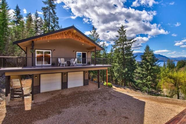 Cottage Rental of the Week: a gorgeous lakeview cabin on a mountain