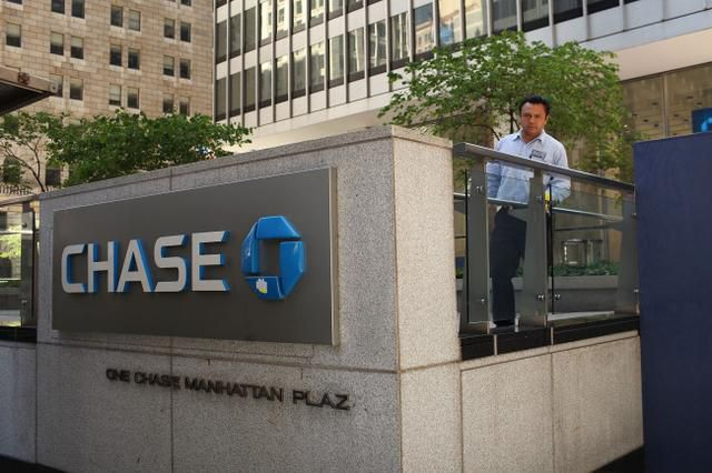 Chase Bank Tells Its Customers to Stop Being Poor in a Deleted Tweet That Enraged the Internet