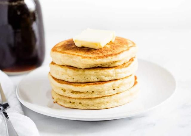 The BEST Buttermilk Pancakes (soft & fluffy!)