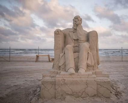 Here Are the Best 11 Photos of 2019 Texas SandFest and Facepalming Lincoln Is the Winner