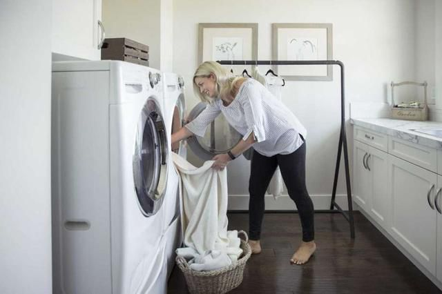This is why you should stop using dryer sheets
