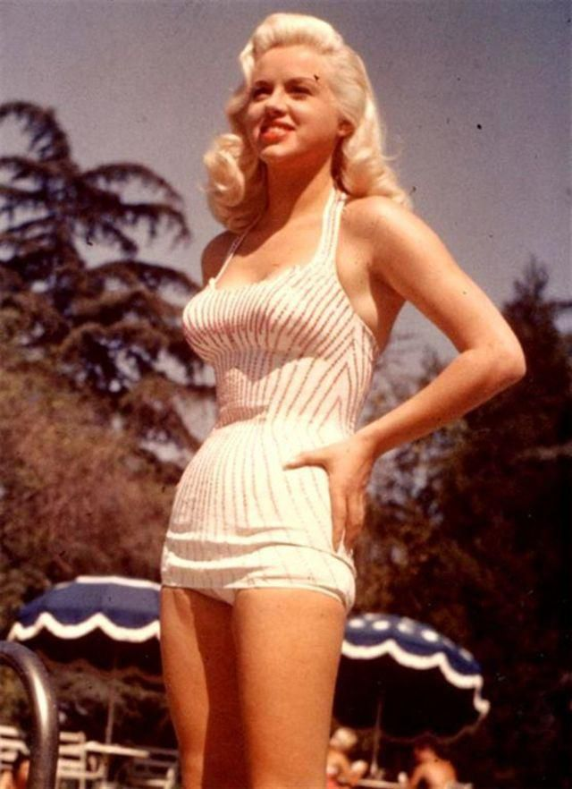 15 Classic Beauties Who Knew to Rock a Swimsuit in the 1950s