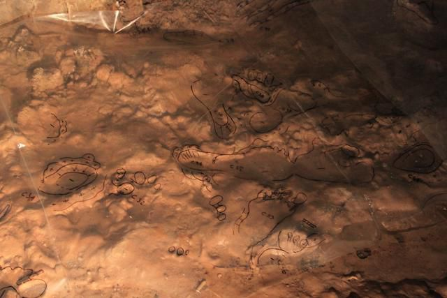Humans Crawled Through a Cave 14,000 Years Ago. We Can Still See Their Perfectly Preserved Footprints