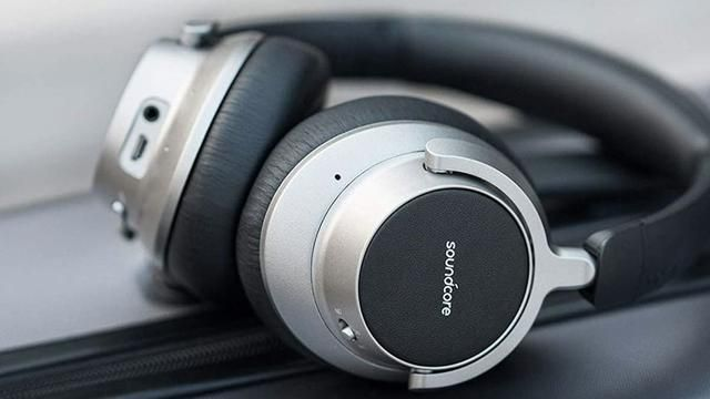 From Noise-Canceling Headphones to a Packable Blanket, These Are Some of the Most Important Travel Accessories