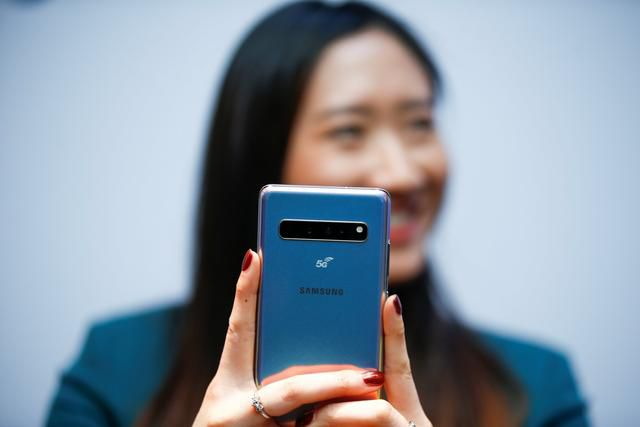 Samsung could emerge as the big winner from Huawei's miserable week (GOOG, INTC)