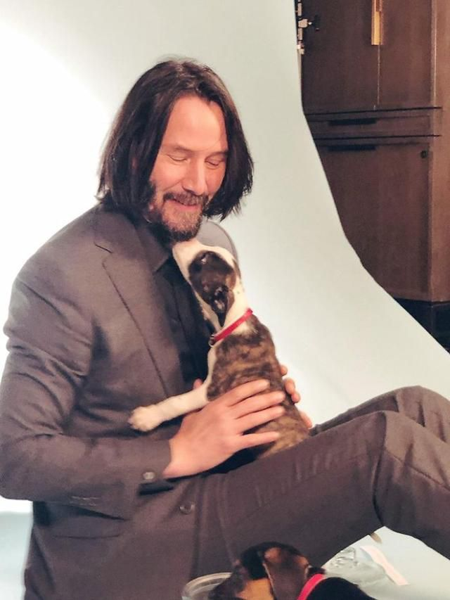 Someone Pointed Out That Keanu Reeves Never Touches People In Photos And It's Just Too Pure