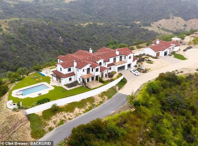 Bella Thorne heads for the hills and purchases sprawling six-bedroom canyon estate for $3M