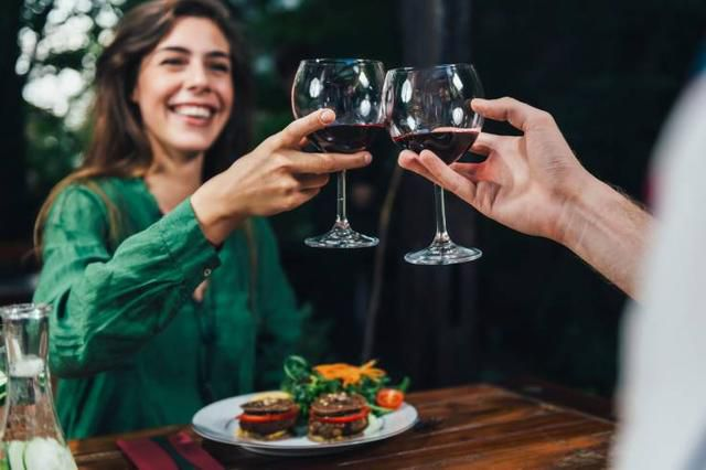 Scientists Studied Women Who Go on Dates for Free Meals, and Found One Shared Personality Trait