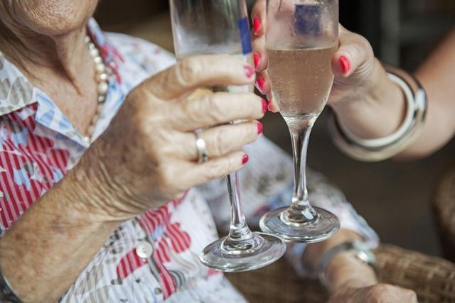 How does alcohol affect rheumatoid arthritis?