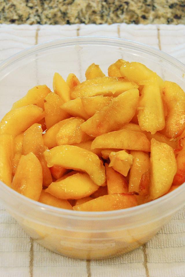 Easiest Peach Cobbler Ever