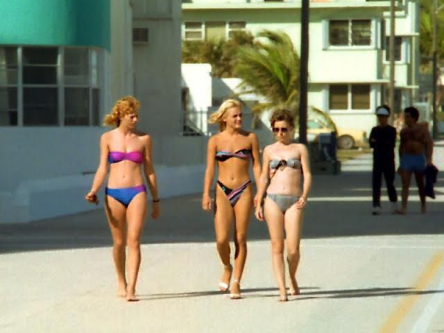 Found Photos That Defined Women's Swimwears From the 1980s