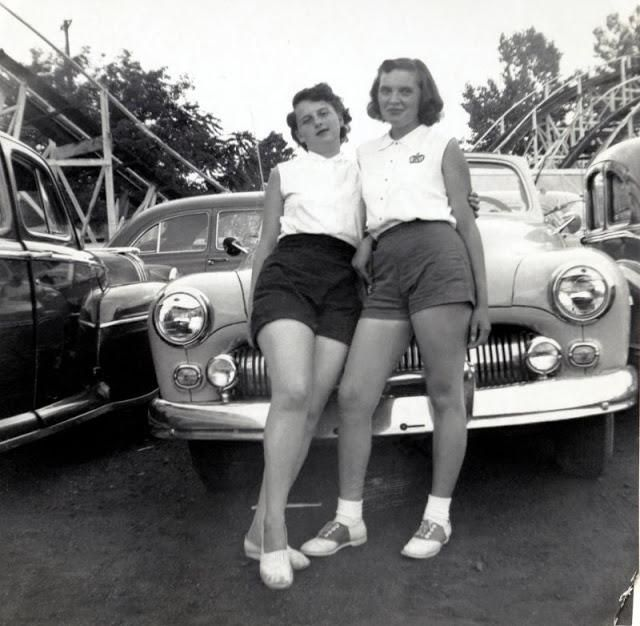 Cool Pics Capture '50s Beautiful Ladies in Shorts Posing With Their Cars