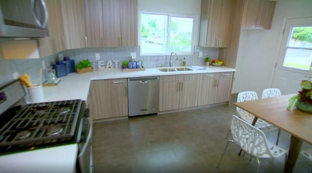 Tarek and Christina Try a New Style on 'Flip or Flop'-See Photos
