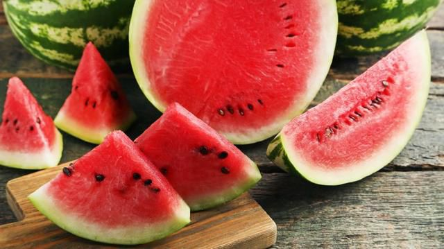 Put salt on watermelon and watch what happens