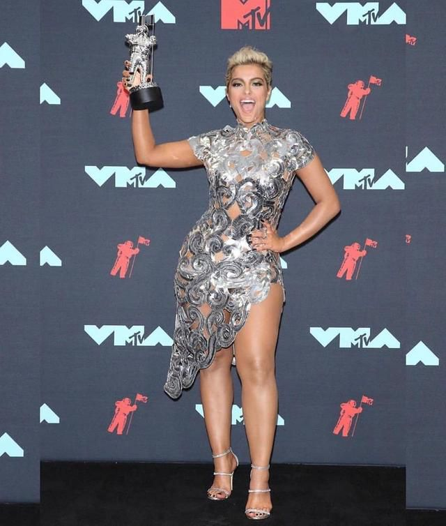 The VMA Red Carpet Looks Are In & They're Hotter Than The Weather