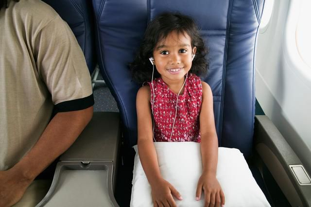 22 Tips For Surviving Long Flights With Kids