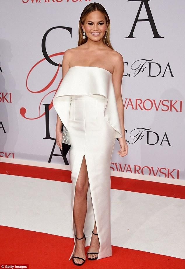 Chrissy Teigen Suffers Wardrobe Malfunction as Her High Slit Skirt Rips Off on Red Carpet at CFDA Award