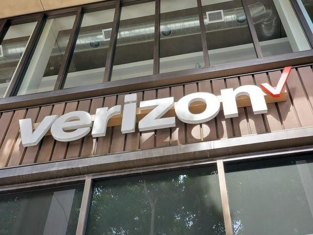 Black Friday Phone Carrier Deals 2019: Verizon, AT&T, Prepaid, & More