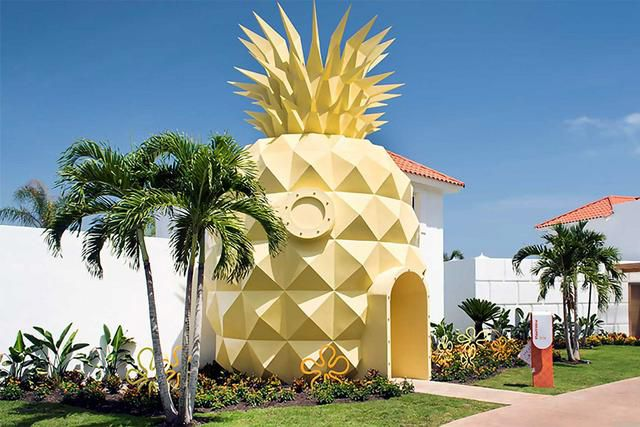 Spongebob fans! This Pineapple Villa will top your travel bucket list!