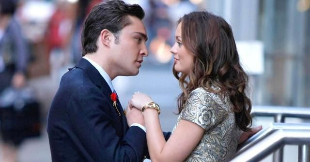 12 Signs A Couple's Chemistry Is Real (+ 12 It's Totally Forced)