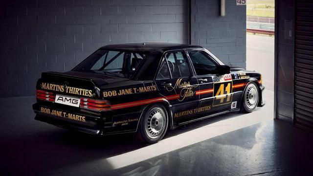 Stop what you're doing and look at this Merc 190 E touring car