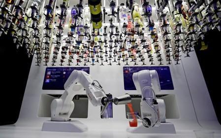 Despite robot efficiency, human skills still matter at work