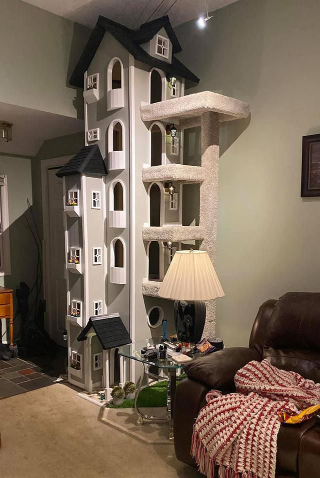 Man Builds Two Amazing Towers For His Cats To Climb And Spend Time In, And It Looks Really Majestic