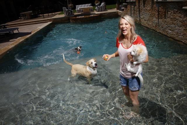 Kaley Cuoco sells Tarzana home at a loss