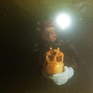 9,900-year-old skeleton of horribly disfigured woman found in Mexican cave