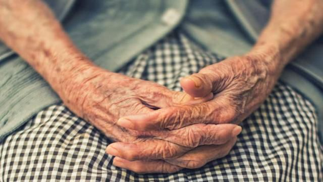 Foods to Eat and Avoid to Decrease Arthritis Pain