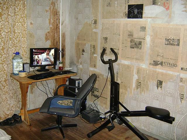 10 Photos of the Worst Home Offices, That Will Make You Feel Better About Yours
