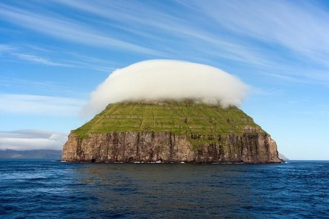 Little Island With Its Own Cloud Looks Like a Cupcake From Afar