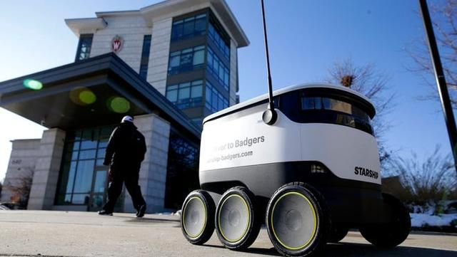 If you're a college student, the robots are coming for you. And they're bringing food