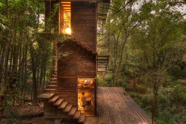 This floating treehouse brings to life your childhood fantasy!