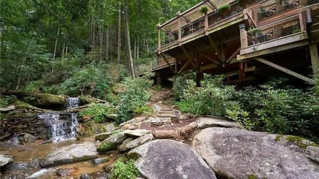 North Carolina's Waterfalls House Brings All the Soothing Sounds of H2O
